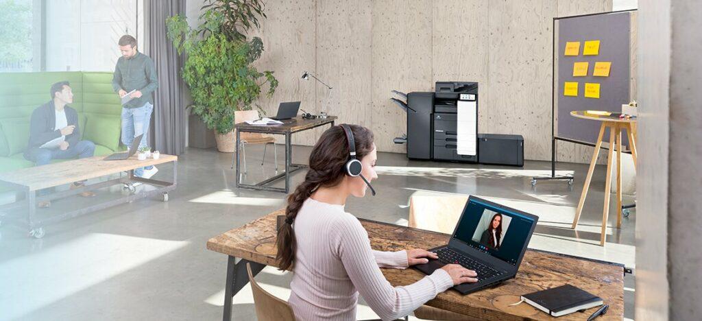AIRe Link omogoča podjetjem, da sama prepoznajo ali rešijo težave s svojo opremo za tiskanje in/ali tisk, medtem ko jih Konica Minolta podpira na daljavo.