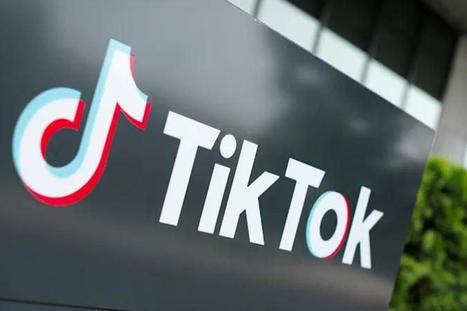 Neprimerna vsebina na TikToku bo odslej nemudoma odstranjena.