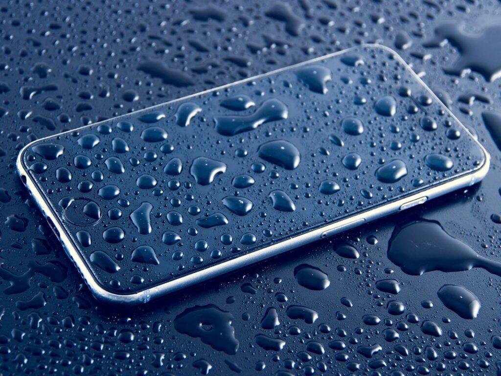 Zanimiva aplikacija s pomočjo vgrajenega barometra v mobilnem telefonu dejansko preizkuša združljivost s certifikati IP67 / IP68.