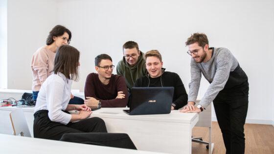 Fakulteta je z nekaj več kot 300 zaposlenimi, od tega več kot 200 raziskovalci, trenutno ena izmed največjih raziskovalnih organizacij v severovzhodni Sloveniji.