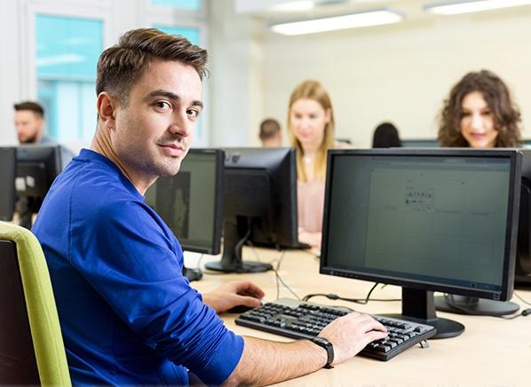 Izredni študij in študij ob delu, kakršnega ponujata Višja strokovna šola Abitura in Fakulteta za komercialne in poslovne vede, sta za po pričevanjih dosedanjih uspešnih diplomantov odlična odločitev!