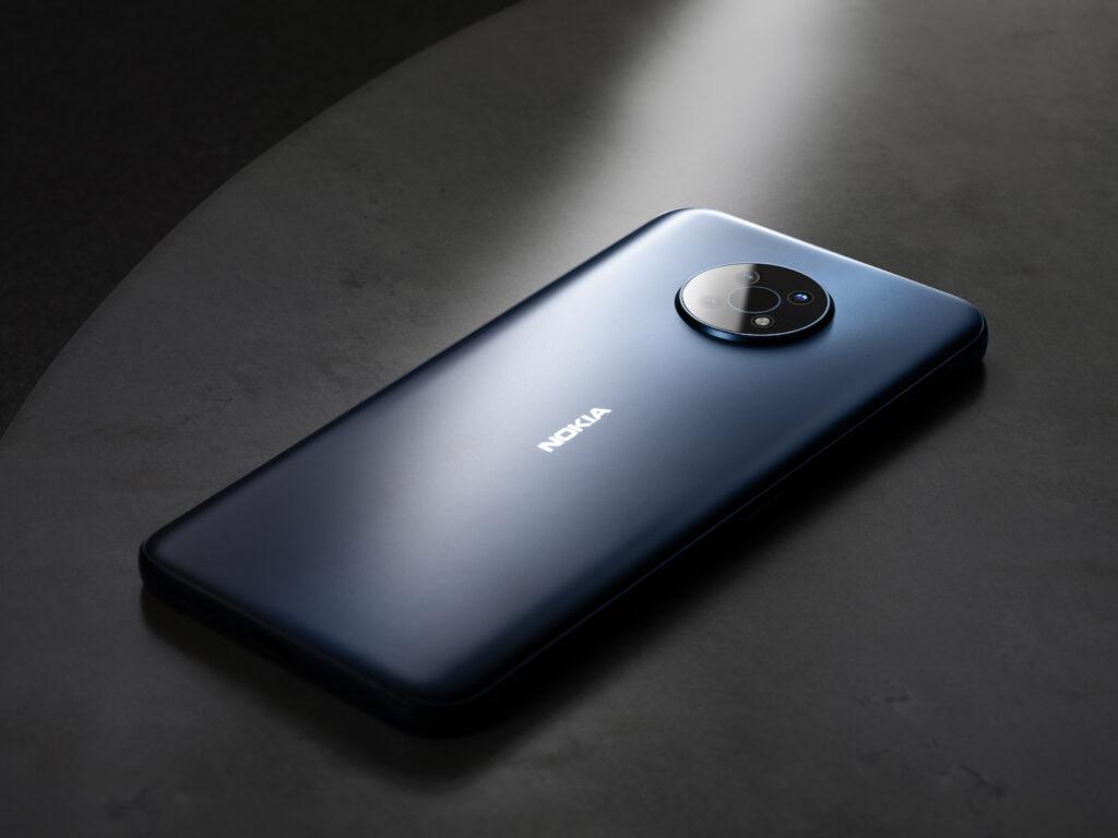 Nokia G50 ostaja zvesta svojim koreninam, ima pa tudi klasičen in brezčasen dizajn.