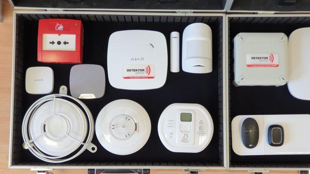 Učinkovit sistem, ki omogoča 24/7 nadzor nad delovanjem posameznih elementov varnostnega sistema, tako uporabnikom kot tudi varnostno nadzornim službam, je brezžični sistem AJAX.