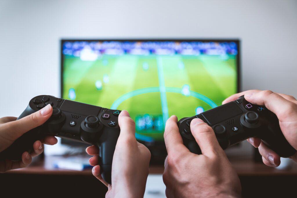 Kitajska ponovno omejila mladoletnikom igranje spletnih iger.