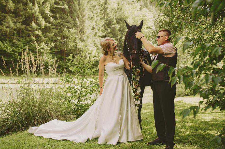 Karmen in Janez na ona-on poroki.